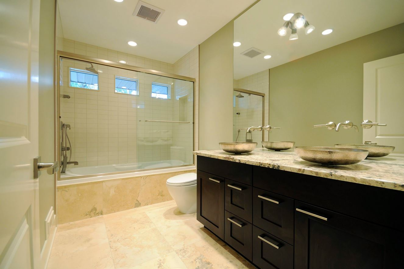 15 amazing bathroom remodel ideas plus costs 2017 for Bathroom remodel 2015